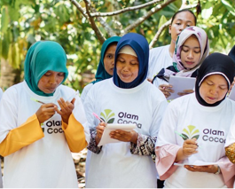 Cocoa farmer training session with female farmers in Indonesia, Olam.